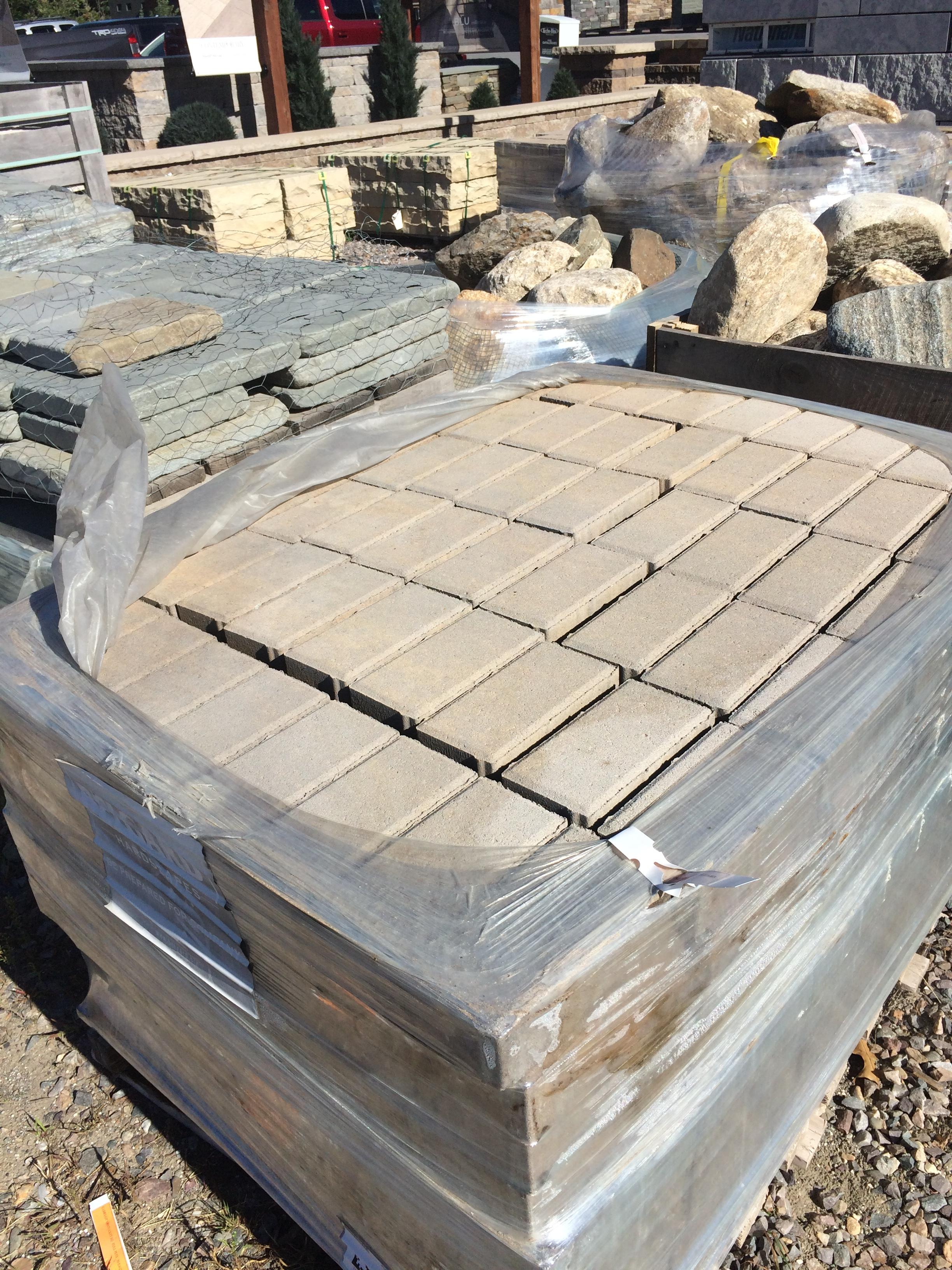 Holland_Stone_Pavers_in_Fossil_Beige.jpg