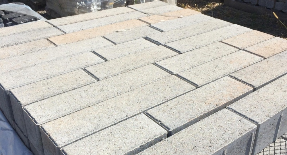 Linea_Paver_in_Champlain_Grey-671557-edited.jpg
